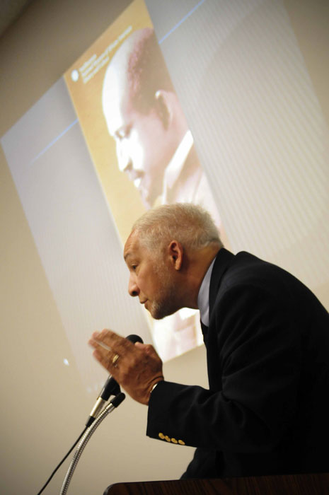 Dr. Maceo Dailey reviewing the influence of Booker T. Washington (Sergio Ramírez/Borderzine.com)
