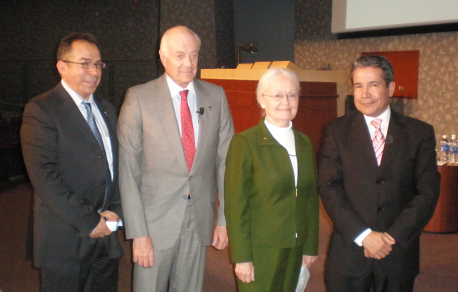 Ambassador Andrés Rozental accompanied by UTEP President Diana Natalicio, journalist Alfredo Corchado (left), and Mexican Consul, Roberto Rodríguez Hernández (Esmeralda Almanza/Borderzine.com)