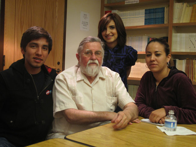 Ericksen after a lecture to faculty, staff and students in Old Main, with Borderzine students Justin Monarez, Alejandra Matos and Josie Calanche. (Zita Arocha/Borderzine.com)