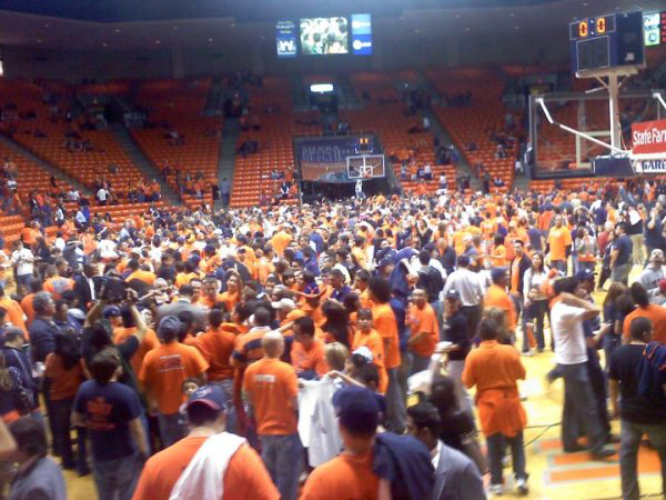 Miners fans gathers at the Don Haskins Center court after the Miners victory over the UAB Blazer in the last home game of the season. (Eddie Delgado/Borderzine.com)