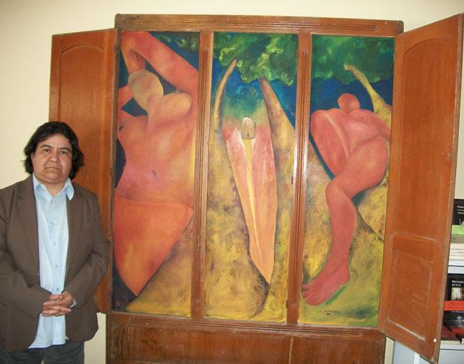 Cecilia Briones, La Catrina, junto a su obra Mujeres Desaparecidas (Perla Chaparro/Borderzine.com)