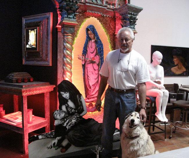 Artist Gaspar Enriquez next to his recent piece La rosa dolorosa y mi vida loca (Lucía Murguía/Borderzine.com)