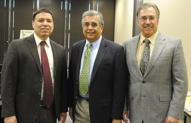 Dr. Frank Perez, Chair of the UTEP Department of Communication, and Dr. Howard Daudistel, Dean of UTEP College of Liberal Arts, flank Dr. Felix Varela before his presentation Voice for Justice (Lourdes Cueva Chacón/Borderzine.com)