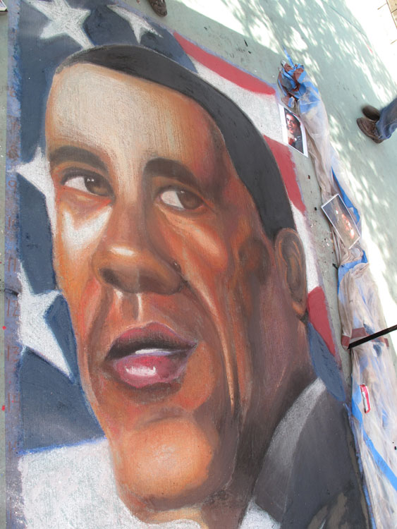 Una caricatura del Presidente Obama por Wendy Reyes y Lionel Palma para Chalk The Block, El Paso 2009. (Octavio Pulido/Borderzine.com)