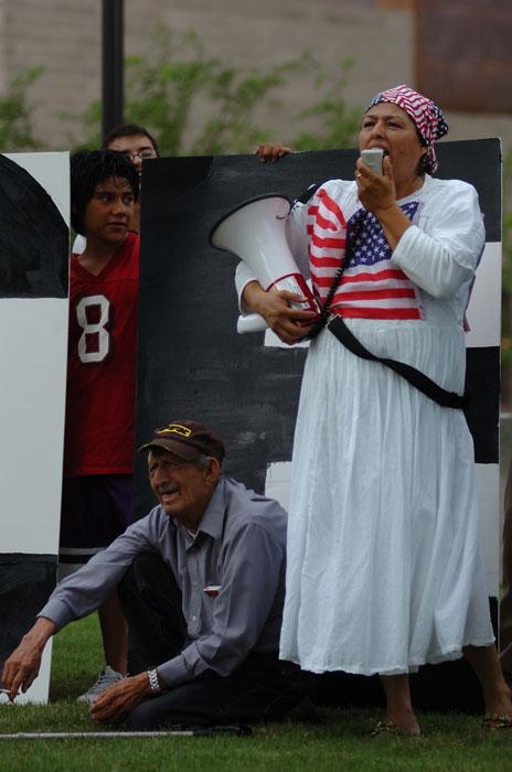 Integrantes de diversas generaciones de inmigrantes formaron parte de la manifestación. (Juan Torres/Borderzine.com)