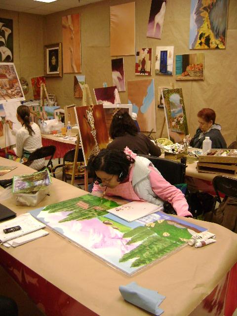 Arenas con sus compañeras del taller de la profesora Martha Rodríguez. (Jago Molinet/Borderzine.com)