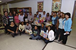 Maestros visitantes de Centro y Sur América posan junto a sus homólogos de UTEP. (Juan Torres/Borderzine.com)