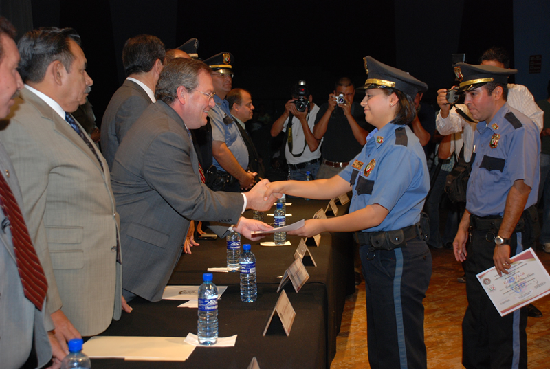 Juarez Mayor, José Reyes Ferriz, congratulates officers from the 2008 class. (Courtesy of Ciudad Juarez)