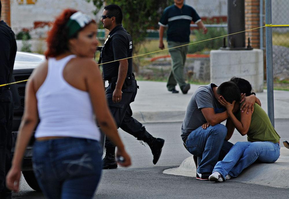 Escena en el centro comercial Río Grande Mall luego del atentado a la vida de los fotoreporteros de El Diario de Juáreez. (Staff El Diario de Juarez)