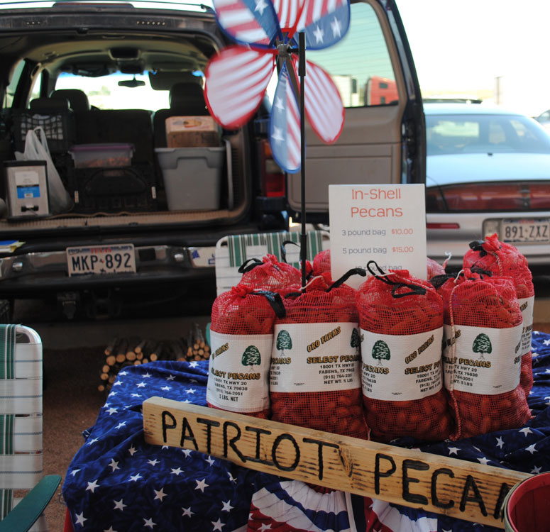 Patriot Pecans from Fabens, Texas at The Outlet Shoppes. (Danya Hernandez/Borderzine.com)