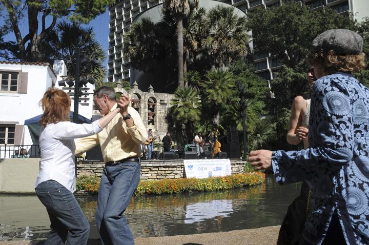 A couple enjoys dancing Los Pistoleros' spicy, accordion-driven gumbo mix. (Patrick Desmond/Borderzine.com)