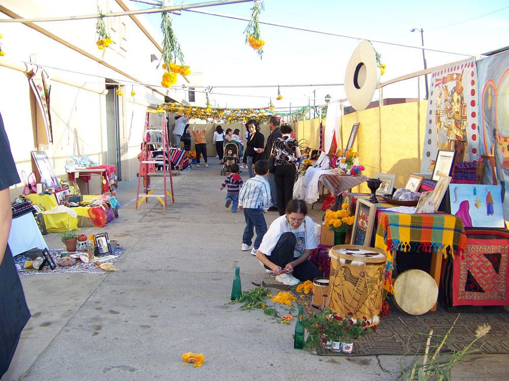 Altares en El Mercado Mayapán (Danya Hernandez/Borderzine.com)