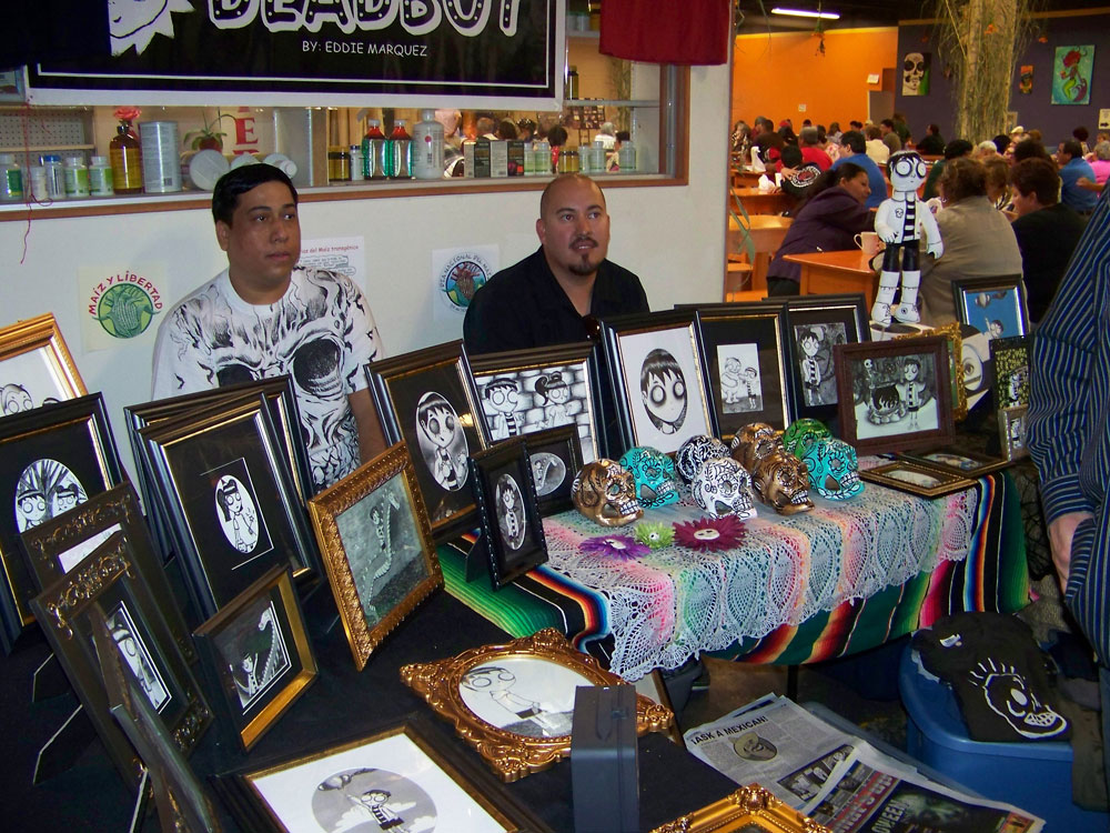 El artista Eddie Márquez exhibió sus pinturas en El Mercado Mayapán. (Danay hernández/Borderzine.com)