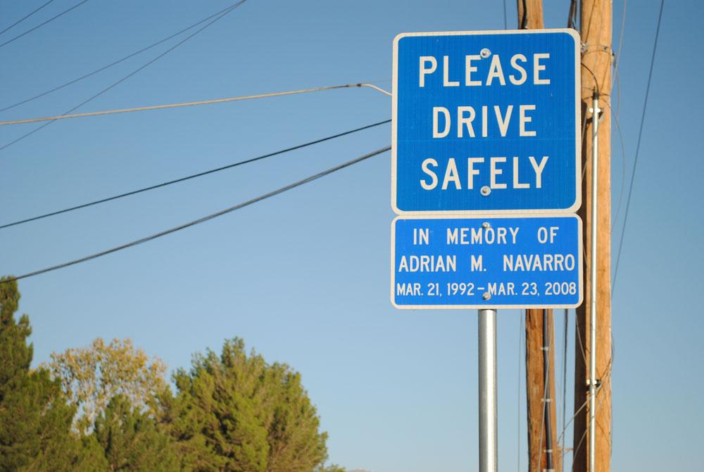 A sign remembering Adrian Navarro is located at Country Club Road. (Beatriz Castañeda/Borderzine.com)