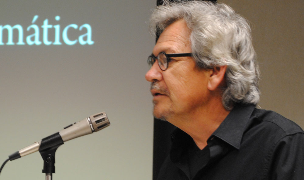 Benjamín Sáenz at a book presentation in February 2010 (Courtesy of Lourdes Cueva Chacón)
