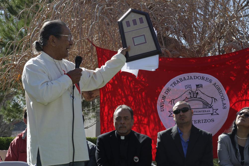Pete Duarte holding his Golden Nugget Award. (John Del Rosario/Borderzine.com)
