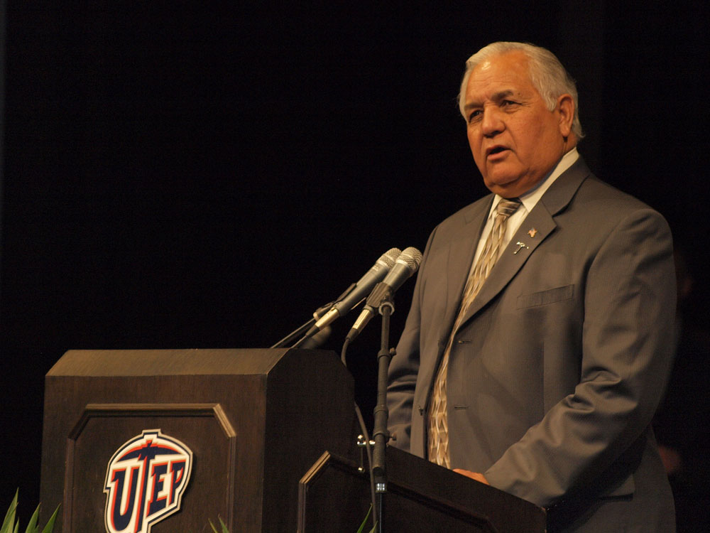 U.S. Representative Silvestre Reyes introduces Janet Napolitano to a UTEP audience. (Robert Brown/Borderzine.com)