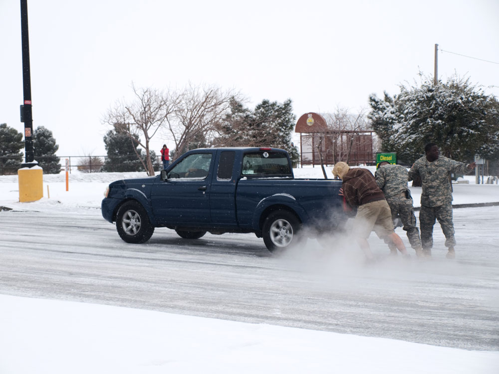 El Pasoans were asked to stay home the first few days due to icy roads and single-digit temperatures that caused accidents around the city. (Robert Brown/Borderzine.com)