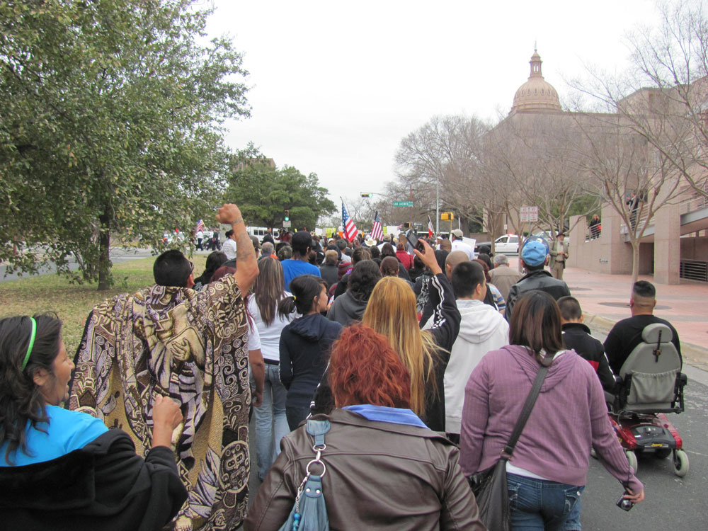 """""""Texas Can Do Better"""" protest gathered more than 1,000 persons at Texas Capitol. (Saray Argumedo/Borderzine.com)"""