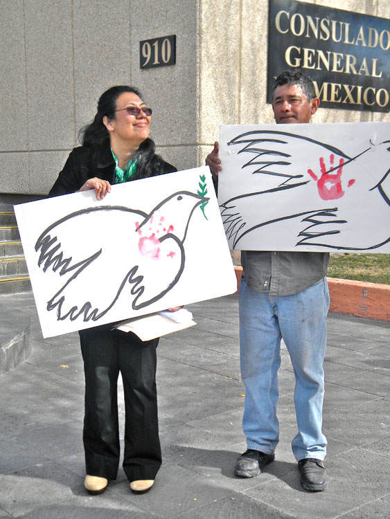 History professor, Selfa Chew, and a group of activist gather every Friday at the Mexican Consulate to claim for justice. (Georgia Rodriguez/Borderzine.com)