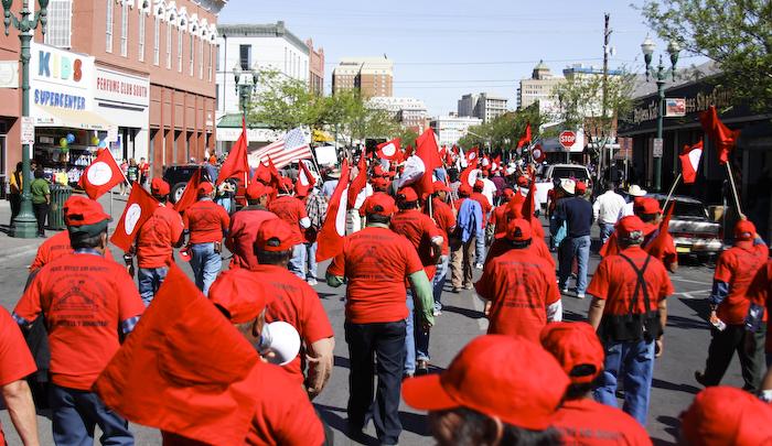 Hundreds of El Pasoans march to remember César Chávez. (Raymundo Aguirre/Borderzine.com)