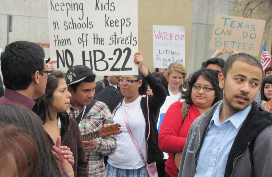 Census 2010 data also reveal that nearly half (48%) of all Texans under 18 are Latinos. (Saray Argumedo/Borderzine.com)