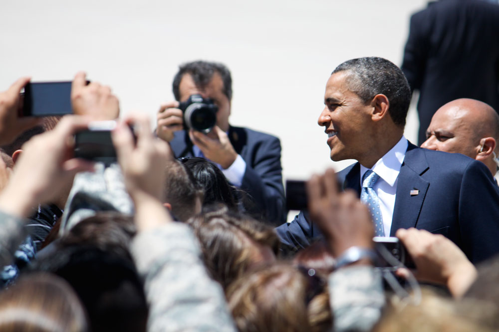 President Obama greets attendees at Fort Bliss. (Raymundo Aguirre/Borderzine.com)