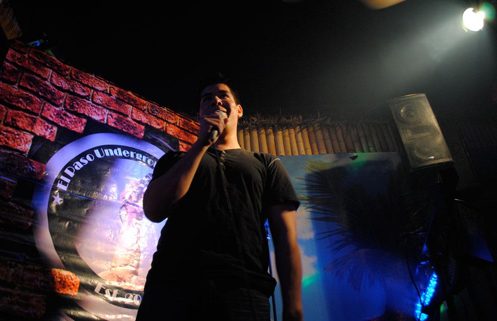 Designated clown Danny Galvan cracks up crowd. (Omar Lozano/Borderzine.com)