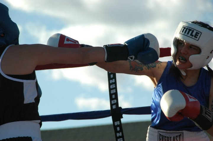 Jasmine Rodriguez, 20, fighting an opponent from Las Cruces. (Georgia Rodriguez/Borderzine.com)