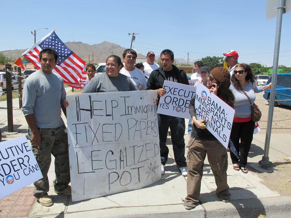 A handful of protesters gathered outside Chamizal National Memorial to ask for the legalization of marihuana and undocumented immigrants. (Jacqueline Devine/Borderzine.com)
