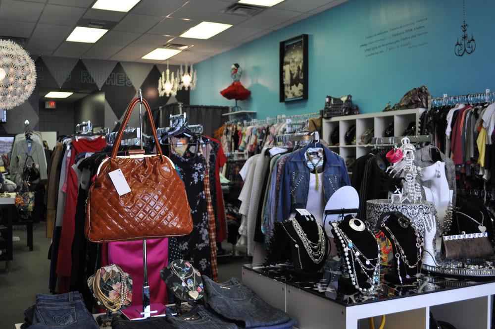 Ragz to Riches thrift consignment shop. (Natalia Aguilar/Borderzine.com)