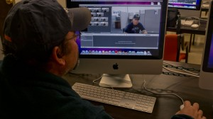 Wiilliam Blackburn edits video at UTEP's Communication Department. (Lourdes Cueva Chacón/Borderzine.com)
