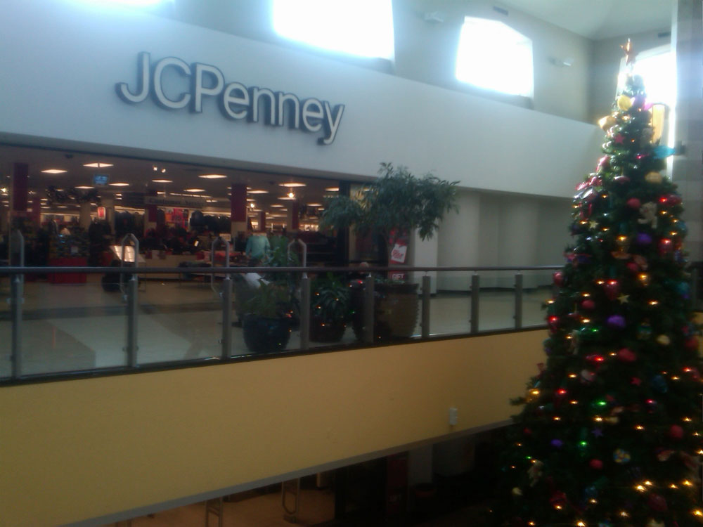 J.C.Penney, one of the preferred places of Mexican shoppers at El Paso. (Mariel Torres/Borderzine.com)