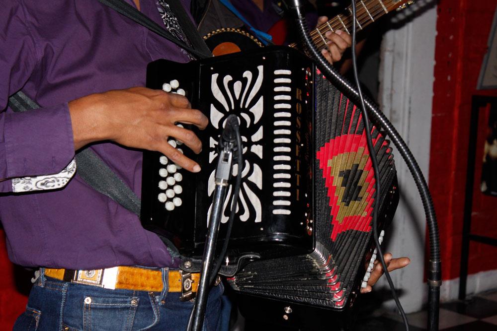 La música norteña y los narcocorridos fueron las primeras formas de expresión que encontraron las crónicas de narcos. (Diana Carrillo/Borderzine.com)