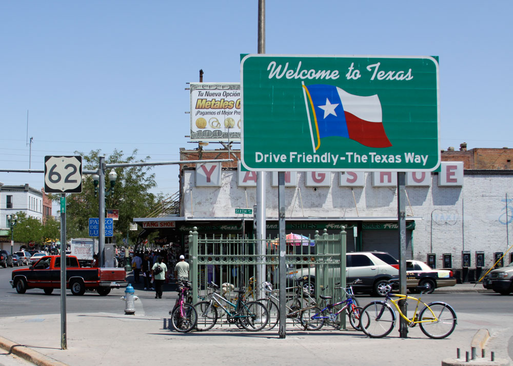 El Paso, a border city considered by some as part of Mexico. (Raymundo Aguirre/Borderzine.com)