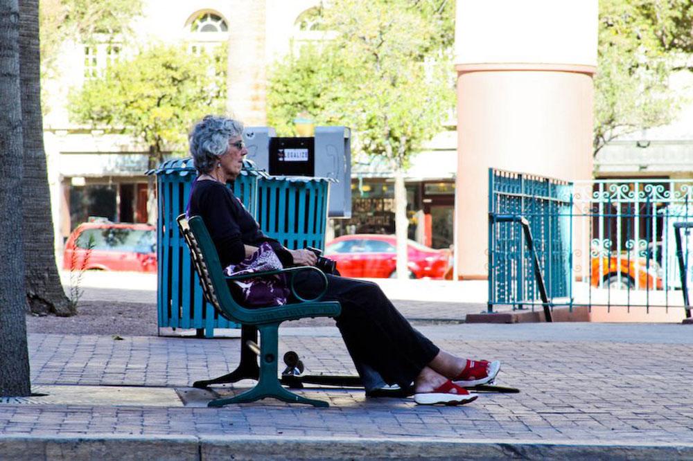 Me on park bench. (Raymundo Aguirre/Borderzine.com)
