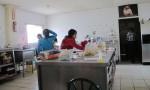 Children at the shelter help with chores such as cooking. (Idali Cruz/Borderzine.com)