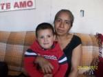 Bertha García y su nieto, madre e hijo de Brenda Berenice Castillo Garcia desaparecida el 6 de enero del 2009. (Gloria Aime Ramirez/Borderzine.com)