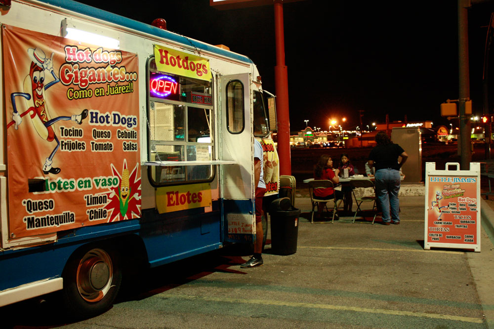A family having dinner at Little Jimmis mobile food truck, parked at his usual spot in El Paso's Lower Valley in front of the K-mart on Zaragosa. (Kristian Hernandez/Borderzine.com)