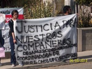 Protesta en la Universidad Autónoma de Cd. Juárez por el tercer aniversario de la desaparición de Mónica Alanis. (Gloria Aime Ramirez/Borderzine.com)