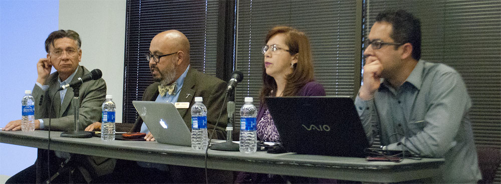 Dra. María Elena Hernández, investigadora de la Universidad de Guadalajar, presentó los resultados del estudio Worlds of Journalism con referencia a los periodistas mexicanos ante una audiencia en El Paso. (Ernie Chacón/Borderzine.com)