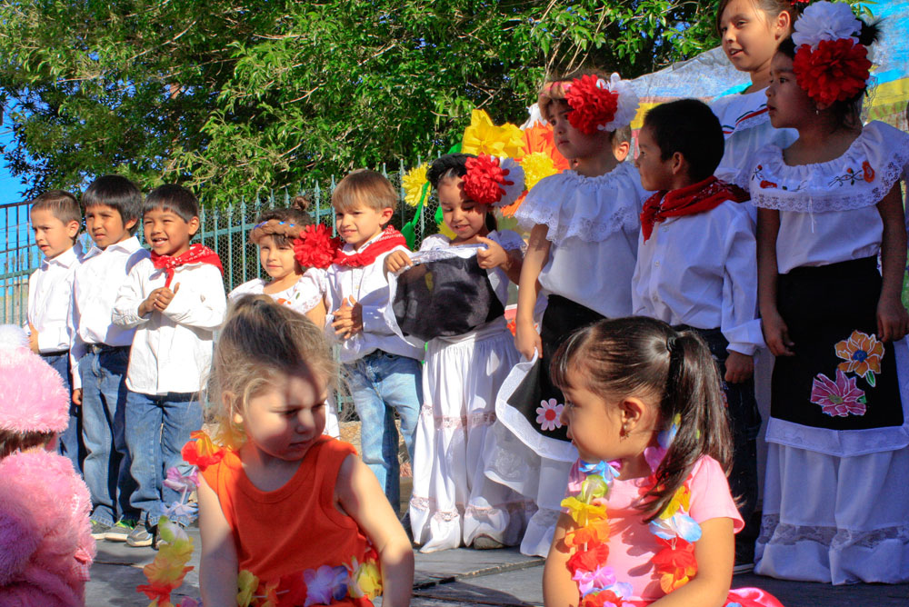 On March 23, the daycare invited the parents and family members to see the children dance typical Mexican folk music and recite poems in honor of Benito Juárez. (Danya Hernandez/Borderzine.com)