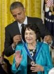 President Obama condecorates Dolores Huerta. (©HIspanic Link)