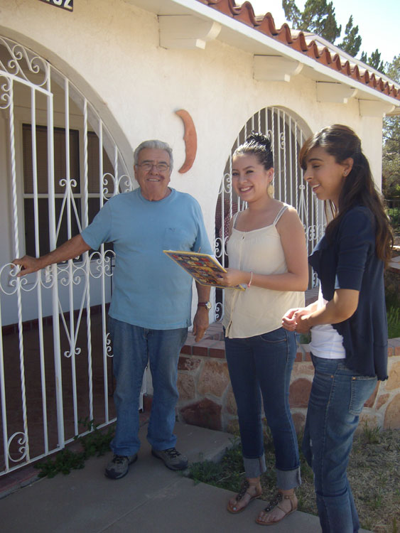 UTEP students Sarai Bibriescas and Irasema Cuellar, survey neighbors opinions on the need of street lights. (Guerrero García/Borderzine.com)