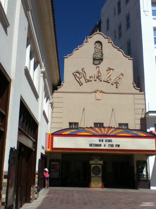 The Plaza Theatre reopened as the Plaza Theatre Performing Arts Center on March 17, 2006. (Oscar Garza/Borderzine.com)