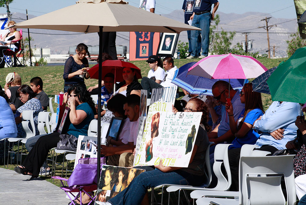 Hundreds of friends and family of victims of violent crime gather in Yucca Park at the annual reading of more than 1,500 names engraved into the memorials granite walls.(Danya P. Hernandez / Borderzine)