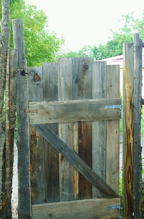 Back gate to my neighbor's house. (Cheryl Howard/Borderzine.com)