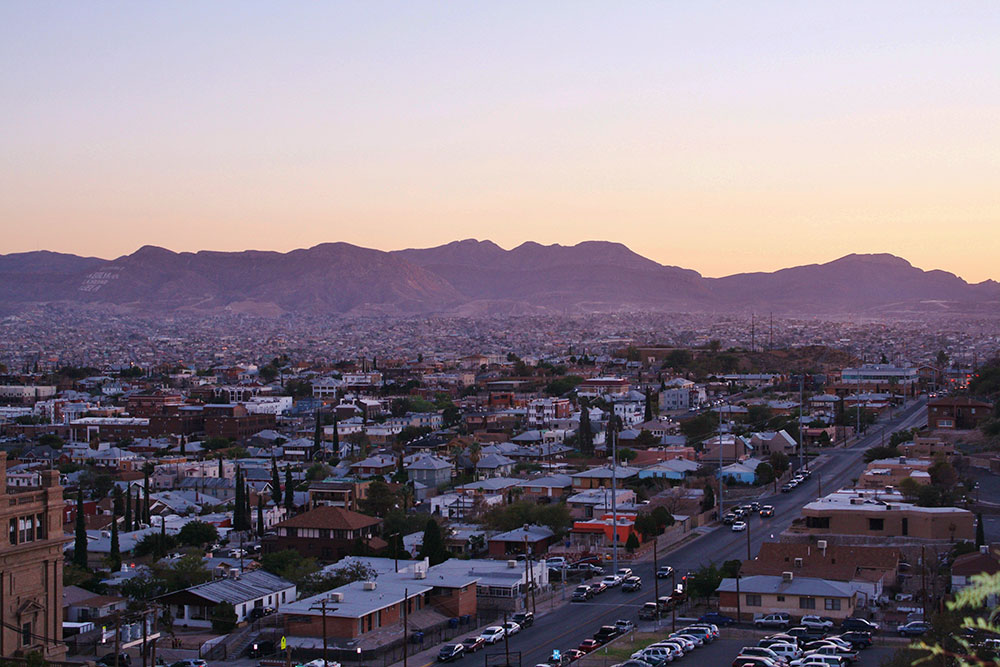 Bright lights, big cities. El Paso/Cd. Juárez in the early evening from Tom Lea Park. (Cheryl Howard/Borderzine.com)