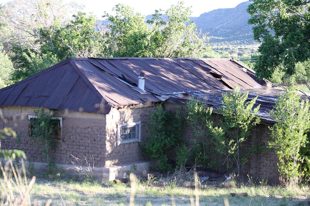 A home in San Lorenzo, New Mexico, near my new neighborhood. (Cheryl Howard/Borderzine.com)