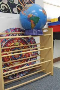 The calendar lies forgotten in a corner of the classroom. (Meili Robles/Borderzine.com)